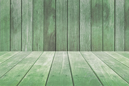 セージグリーン色に塗った木材