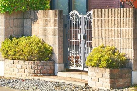 目隠しでフェンス門扉を設置したい!施工のポイント3つ