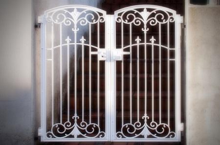 目隠し要素を取り入れるならフェンス門扉!