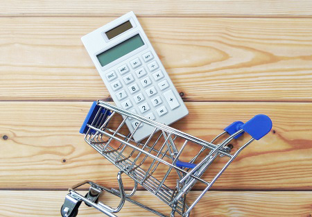 買い物カゴと電卓
